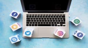 מה ההשפעות של חנות וירטואלית על רשתות חברתיות וכיצד הם מקדמים